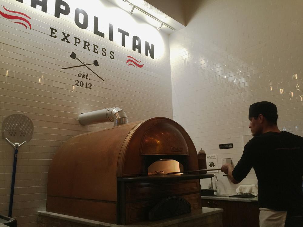 ロン毛と坊主とニューヨーク ニューヨーク 有名ピザ屋 Neapolitan Express