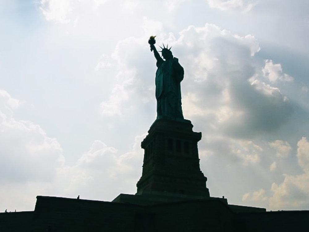 2009年、初めてニューヨークへ来て自由の女神を見に行った際に撮った写真。