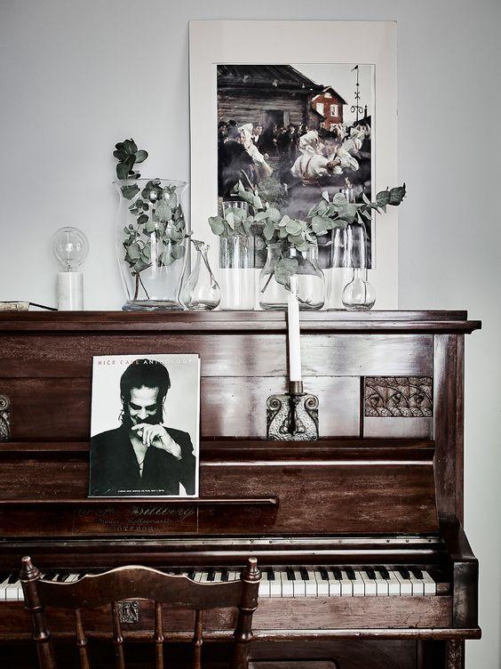 upright-piano-decor-styling-pinterest-inspiration