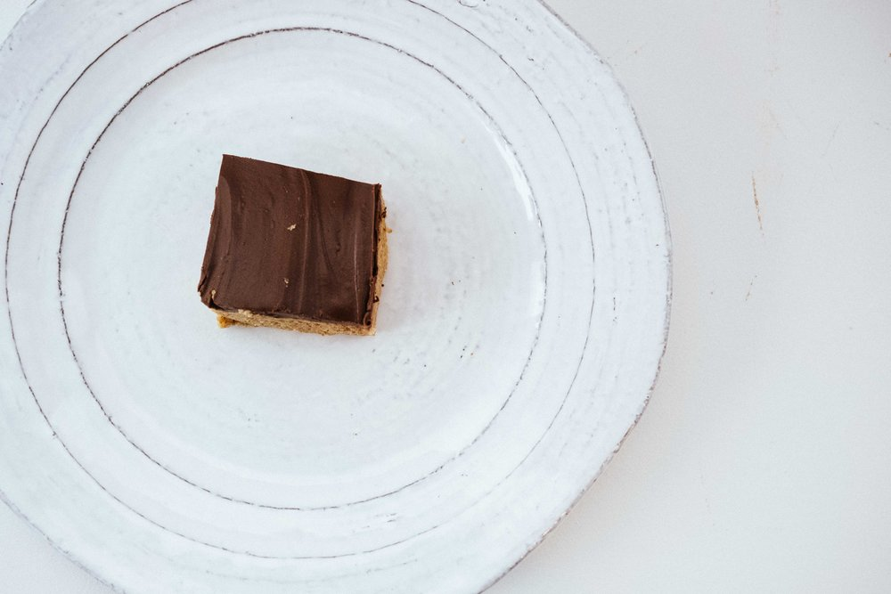 No Bake Homemade Chocolate Peanut Butter Bar (or Cup?!). Perfect for Halloween!
