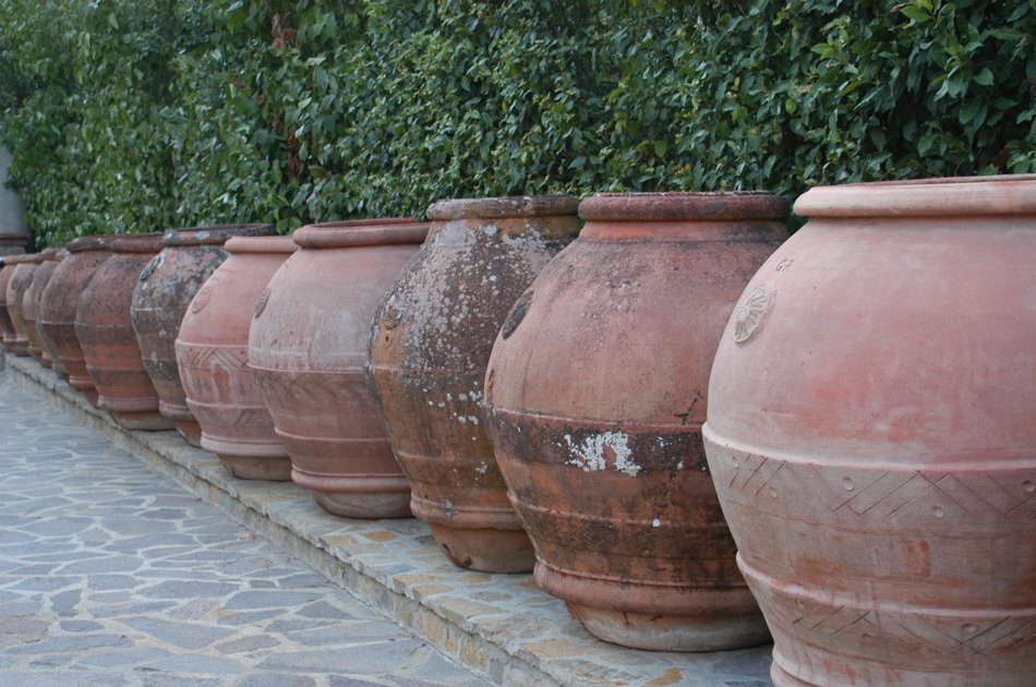Terra cotta urns, or  orci , of Impruneta