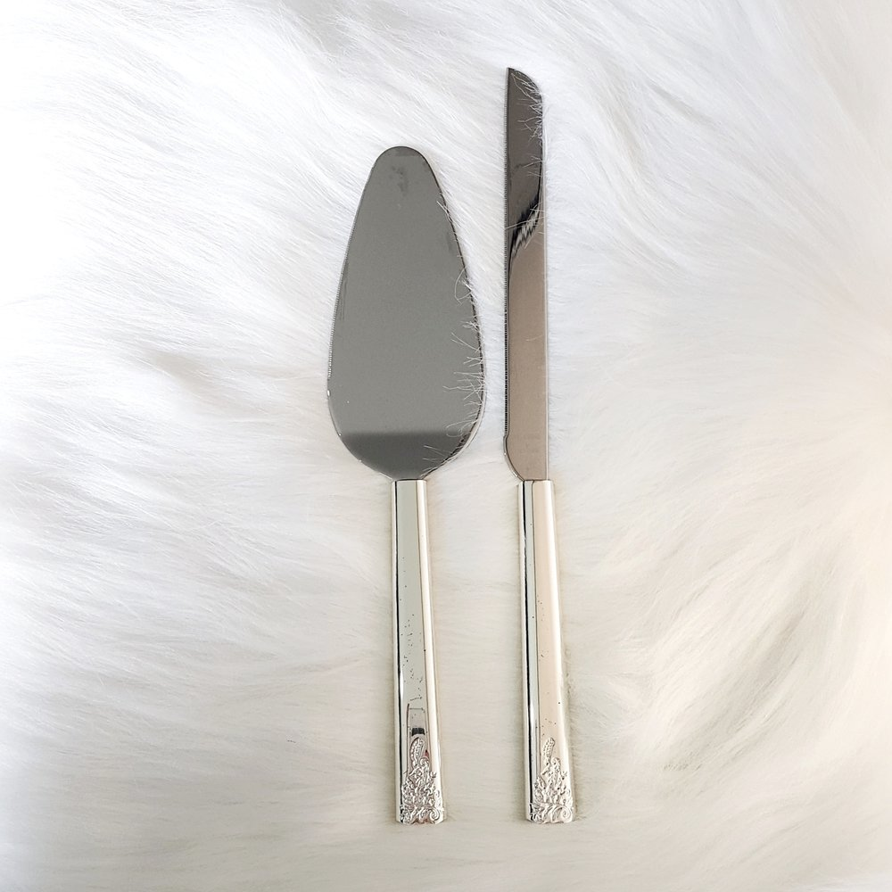Vera Wang Lace Knife Set  $15