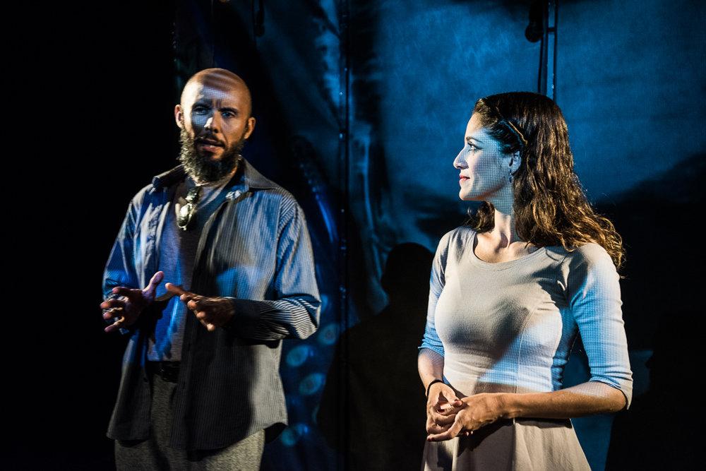 Henrique Fontes e Quitéria Kelly contam, em cena, o processo de investigação de Jacy