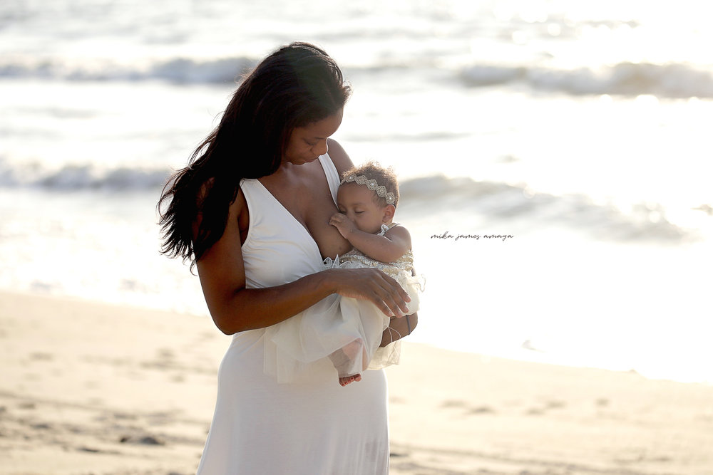 raleigh-family-photography-at-Kure-Beach-with-raleigh-family-photographer-breastfeeding