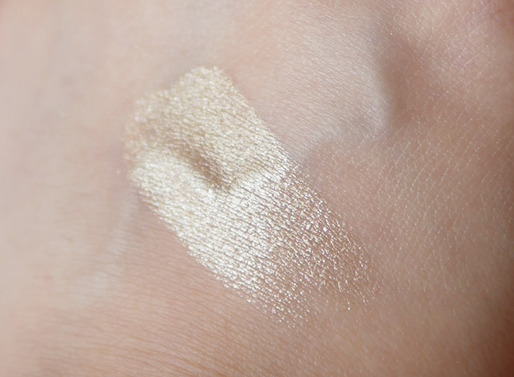 Bobbi Brown Highlighting Powder   Limited Edition Moon Glow   color swatch before blended .