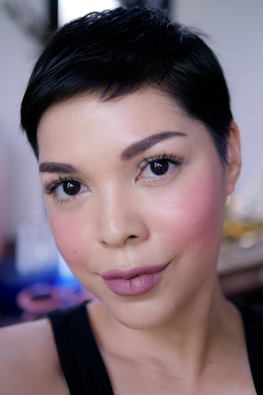 Pipi dan bibir menggunakan  Trope Velvet Matte Lipstick   shade   No.02 Duality .