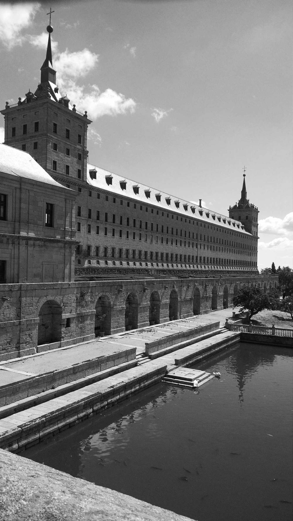 OG-monastery_el_escorial_Reflecting_Pond_Madrid_Spain-062015-BW-WEB-1500.jpg
