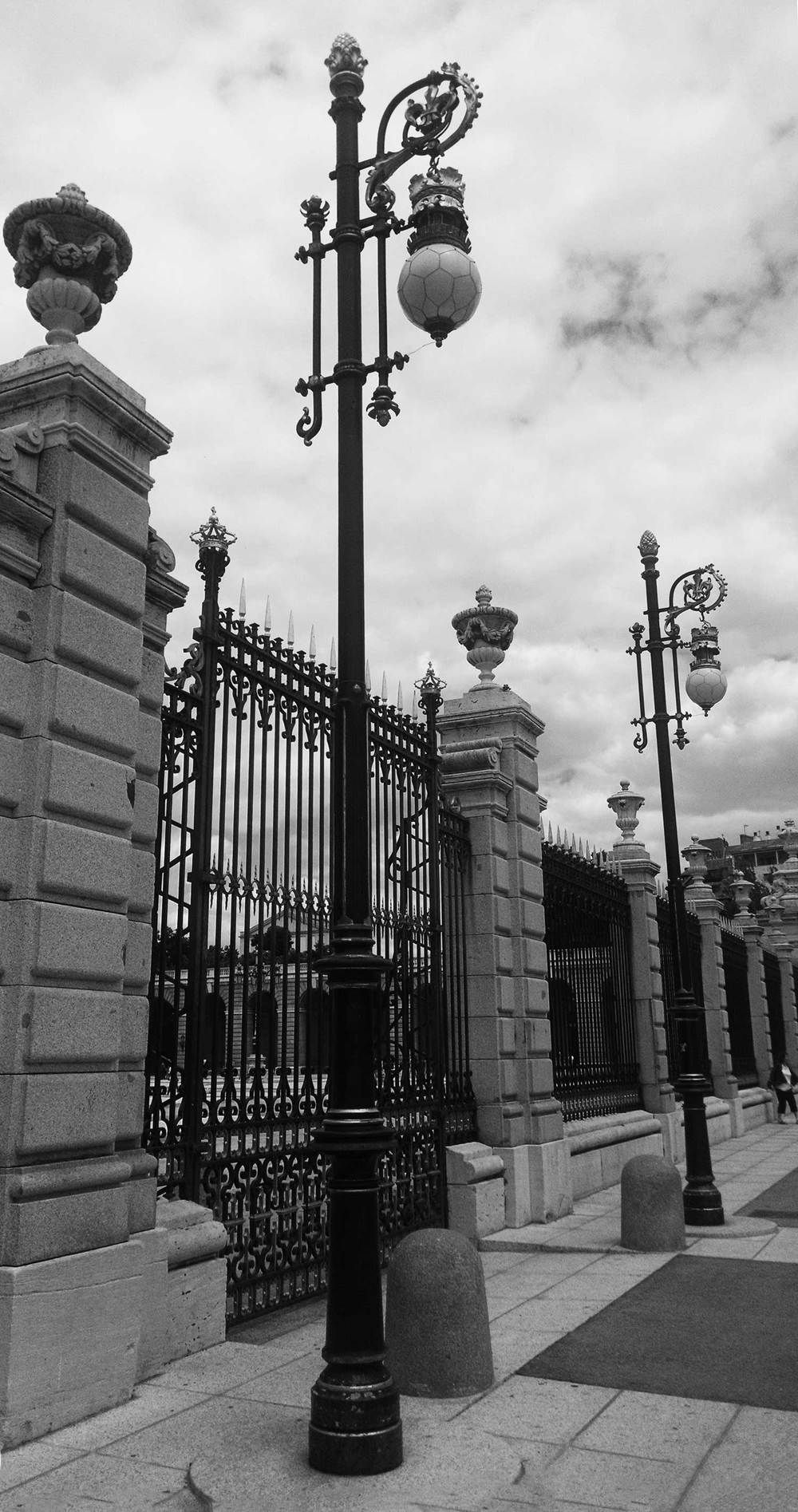 OG-The_Royal_Palace_Fence_Madrid_Spain-062015-BW-WEB-1500.jpg