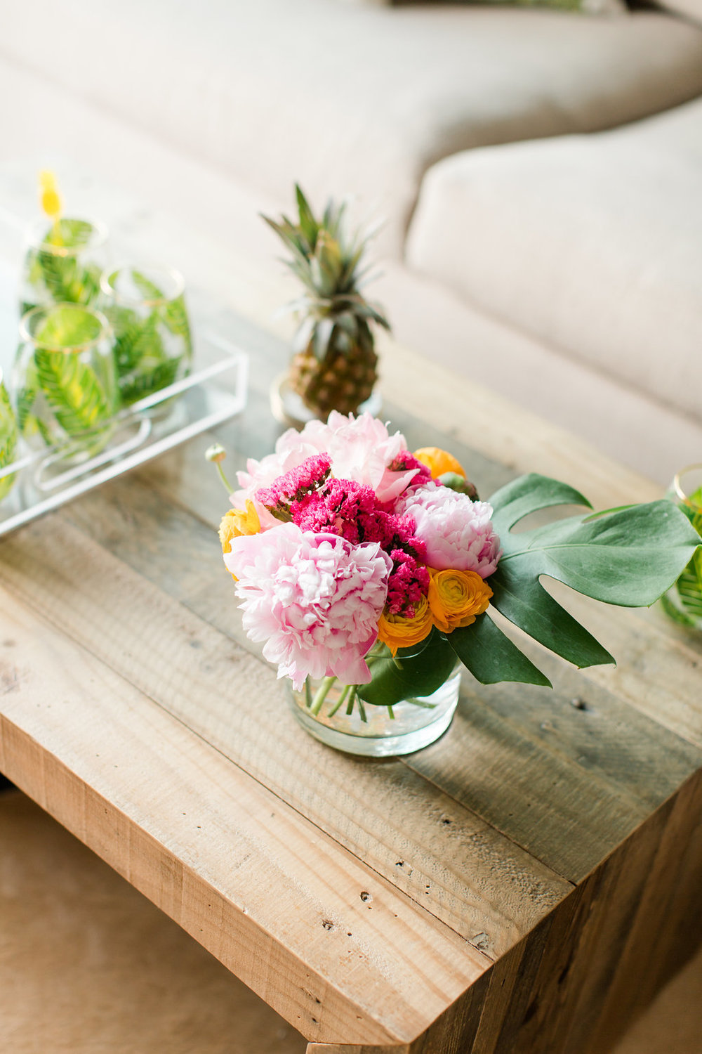 Mostess_Flowers_Coffee_Table_Styled