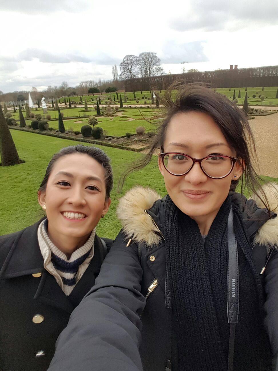 Superpeach blog Hampton Court garden selfie