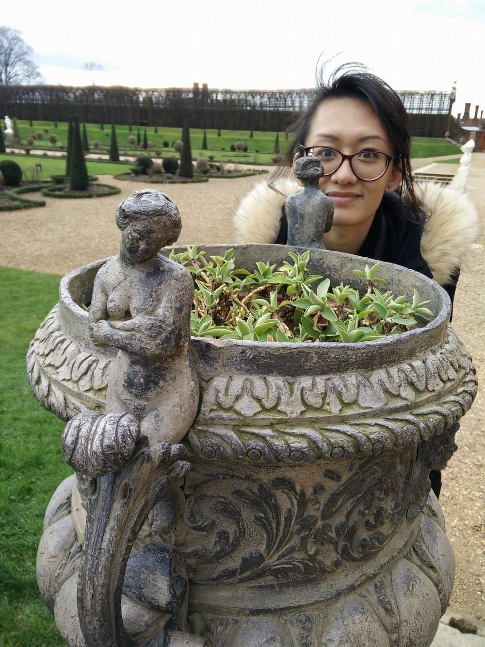 Superpeach blog Hampton Court flower pot