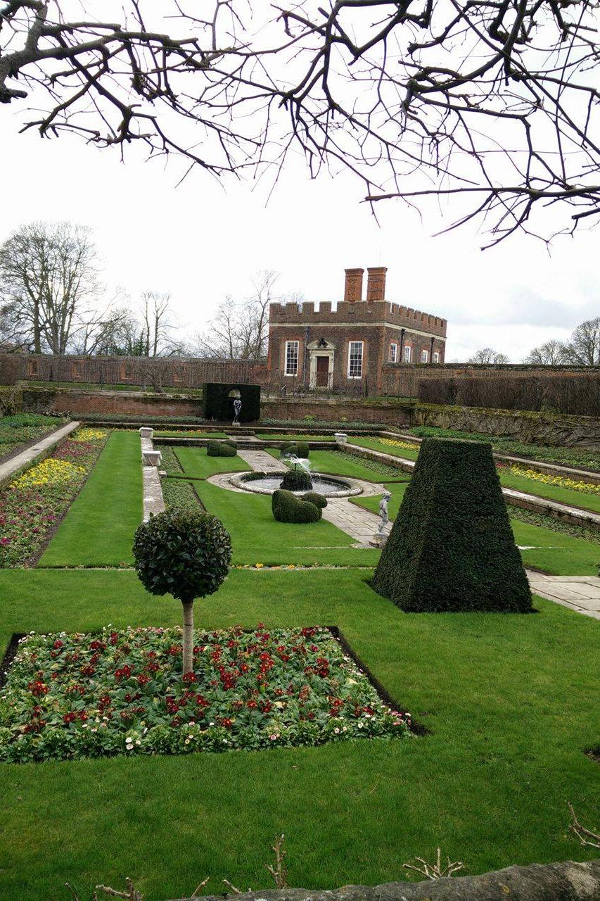 Superpeach blog Hampton Court gardens 1