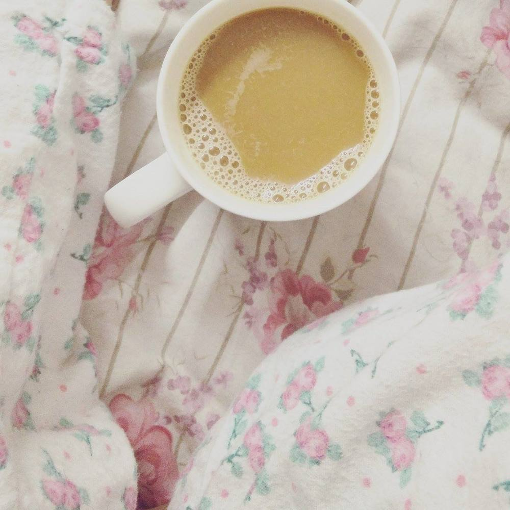 Superpeach blog - My experience workinging with bloggers - coffee in bed