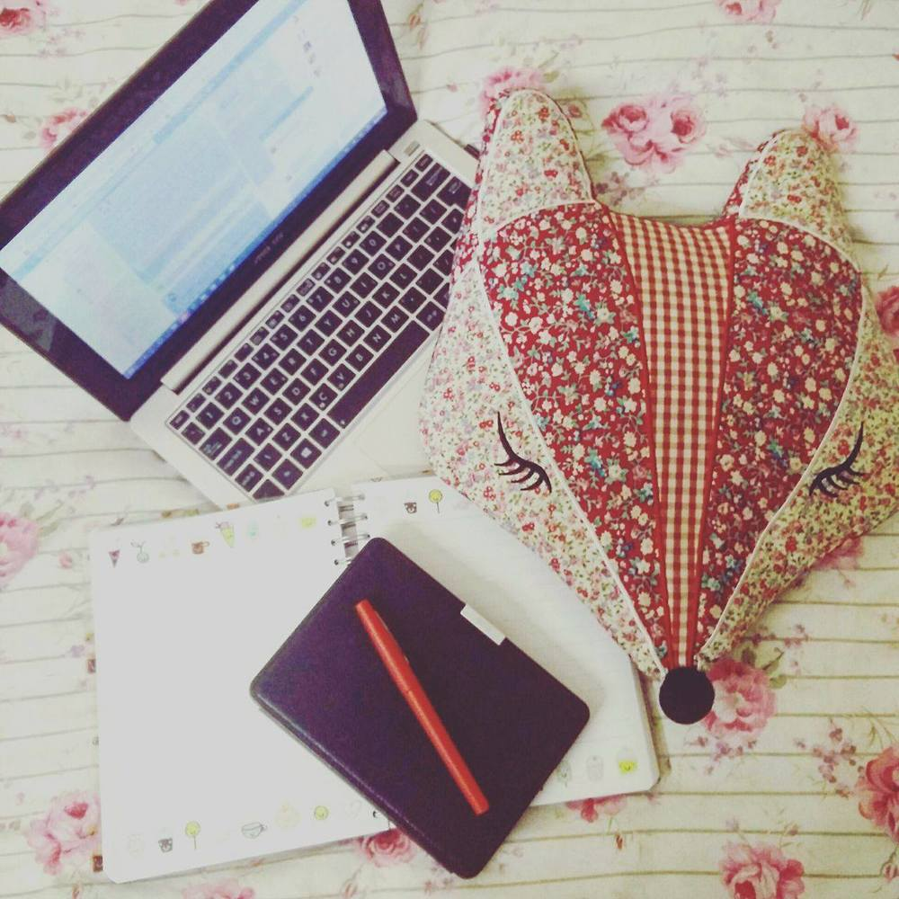 Superpeach blog - My experience workinging with bloggers - chilling in bed