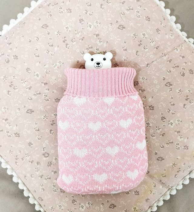 Stay cosy warm with our mini hot water bottle 🌡️😊! With a little teddy bear screw top and a cute knit cover 🐻🧣, this is the cutest bottle around!