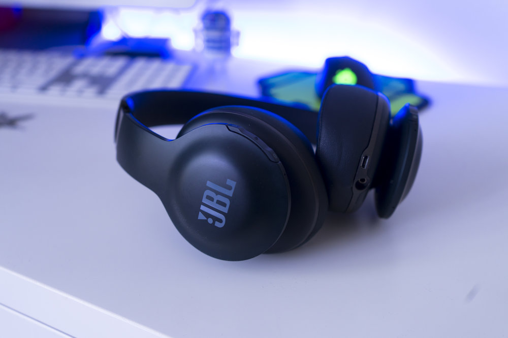 whatgear the best jbl headphones jbl everest 700 elite. Black Bedroom Furniture Sets. Home Design Ideas