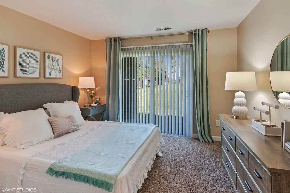 14_4800HallRoad_14_MasterBedroom_HiRes.jpg