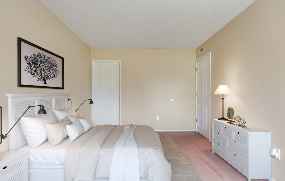 10_5500FloralCirS_178001_MasterBedroom_HiRes_staged.jpg