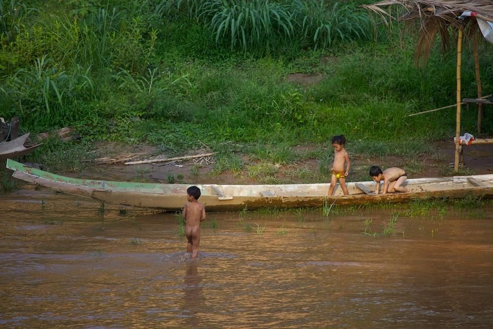 Water games. Luang Prabang, Laos.