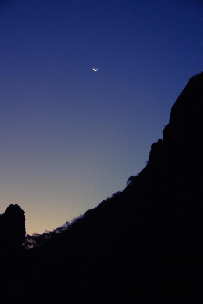 Moon over El Tepozteco.