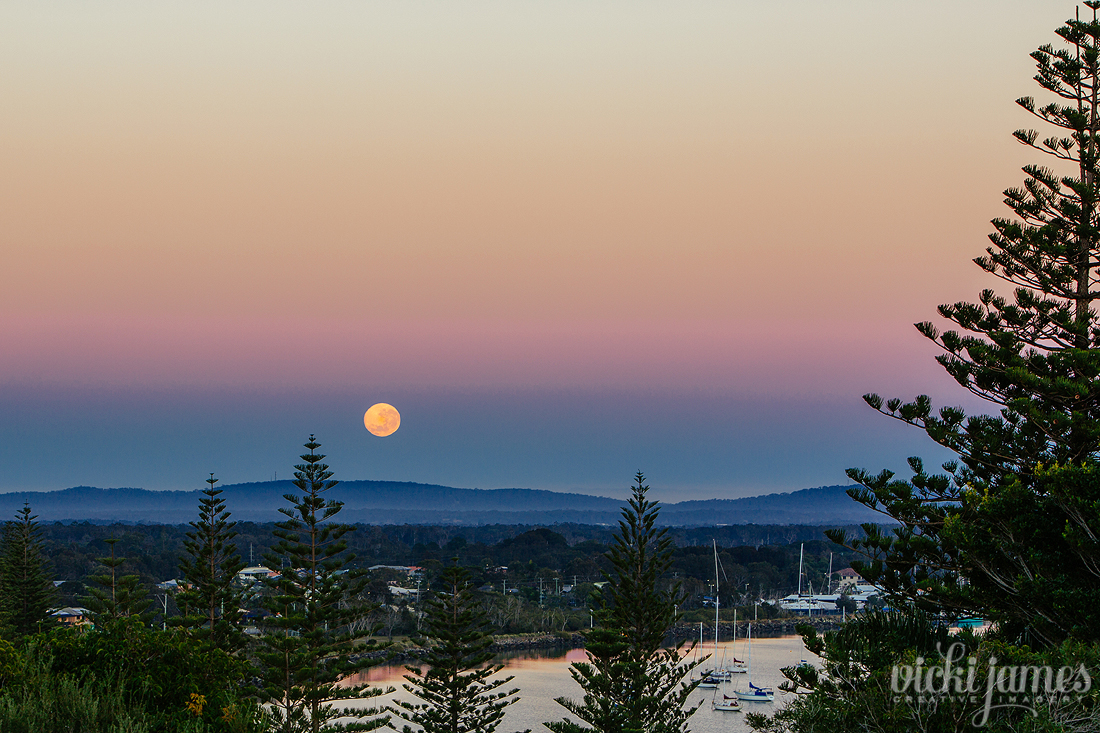 super moon yamba moon set