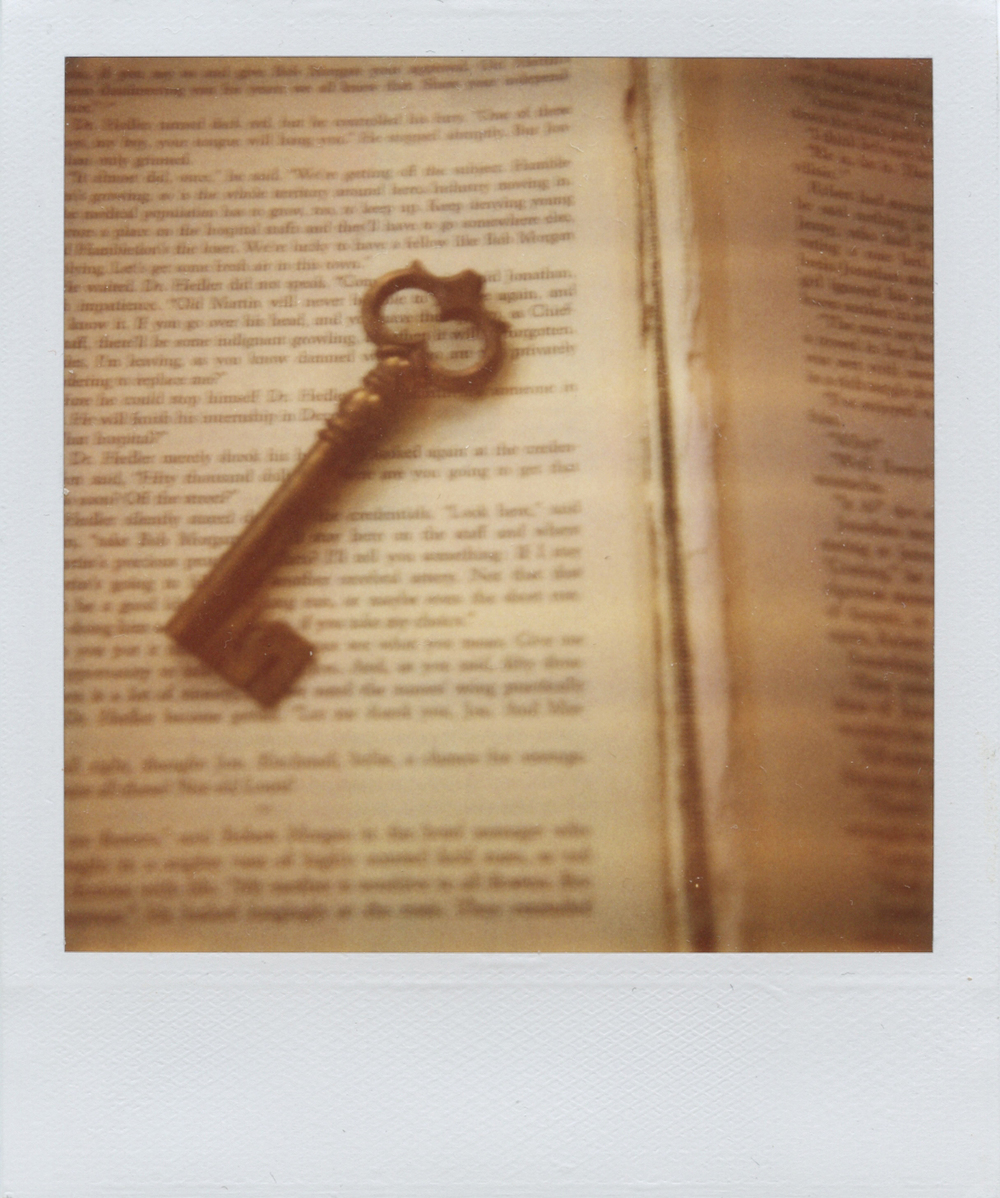 gaby j photography vintage books polaroid 08