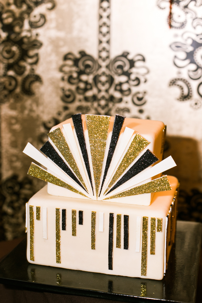 great gatsby themed speakeasy wedding cake