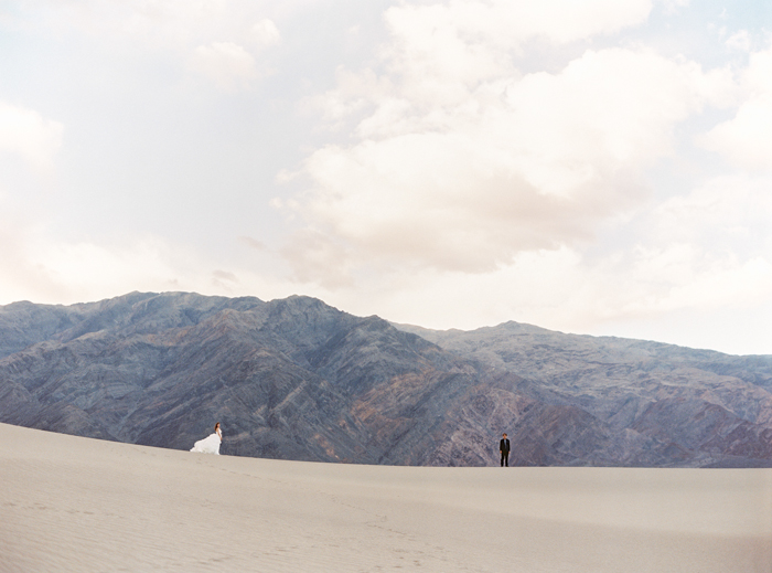 death valley sand dunes mountains wedding photo 17