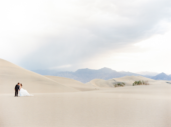 death valley sand dunes wedding photo 24