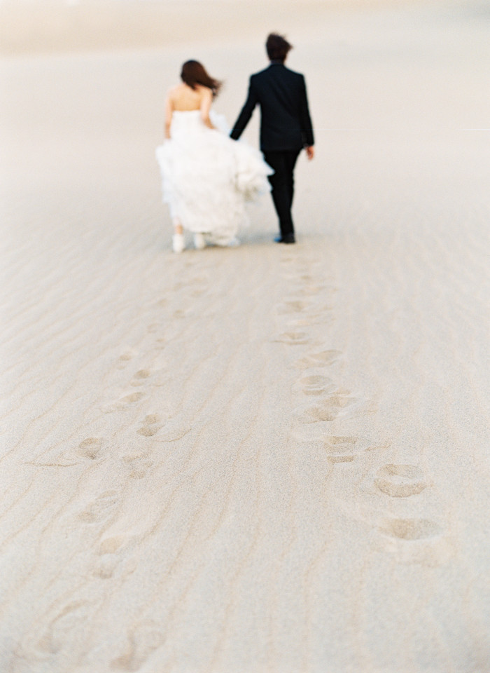 death valley sand dunes footprints wedding photo 26