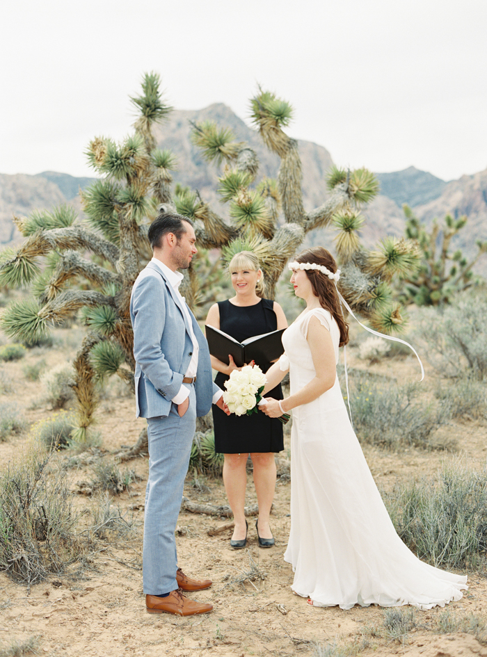 small intimate las vegas desert elopement with joshua trees