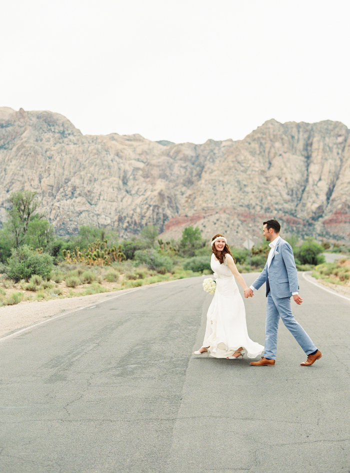 las vegas red rock desert wedding photo