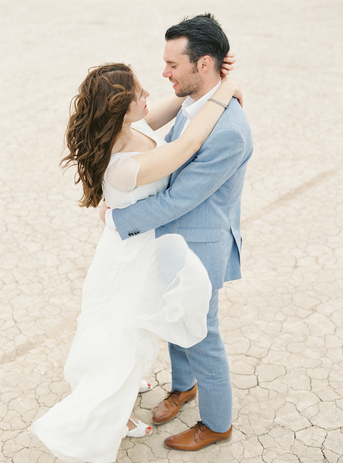 las vegas outdoor dry lake bed wedding photo
