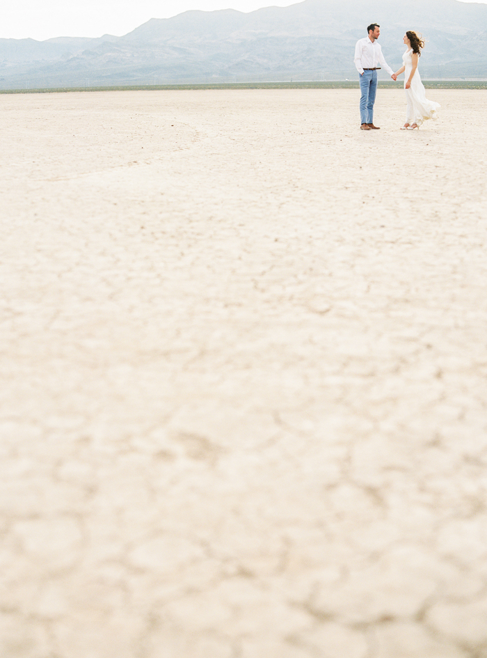 las vegas dry lake beds elopement photo
