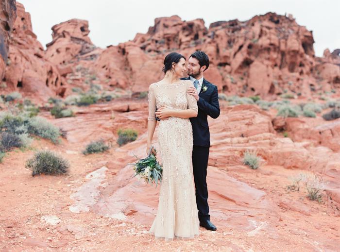 desert and indigo inspired valley of fire wedding photo