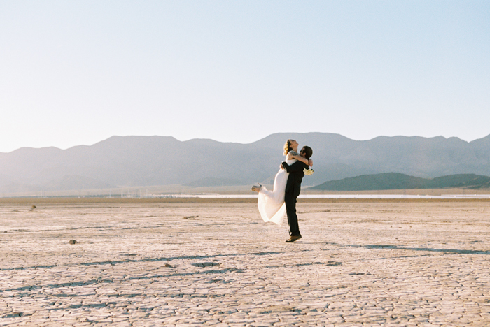 intimate indie desert vegas wedding photo 19