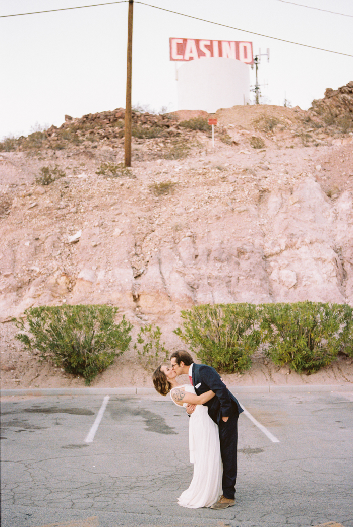 intimate indie desert vegas wedding photo 49