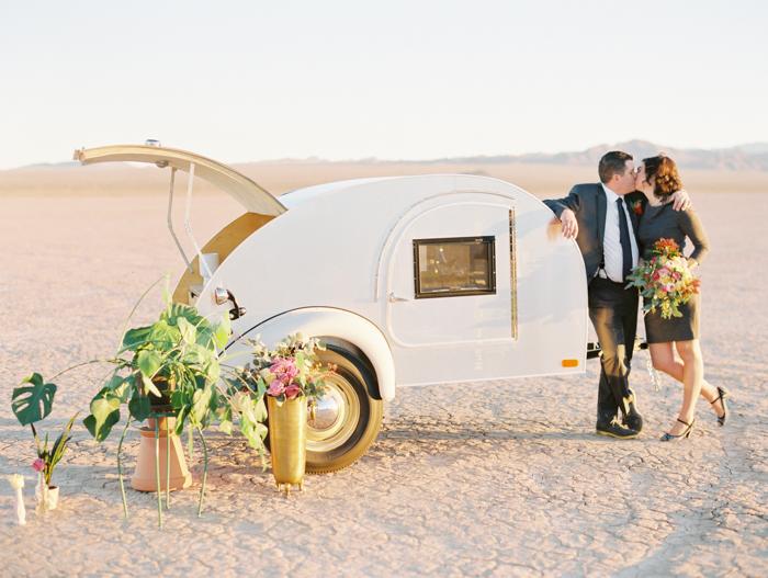 vegas pop up styled desert wedding photo flora pop