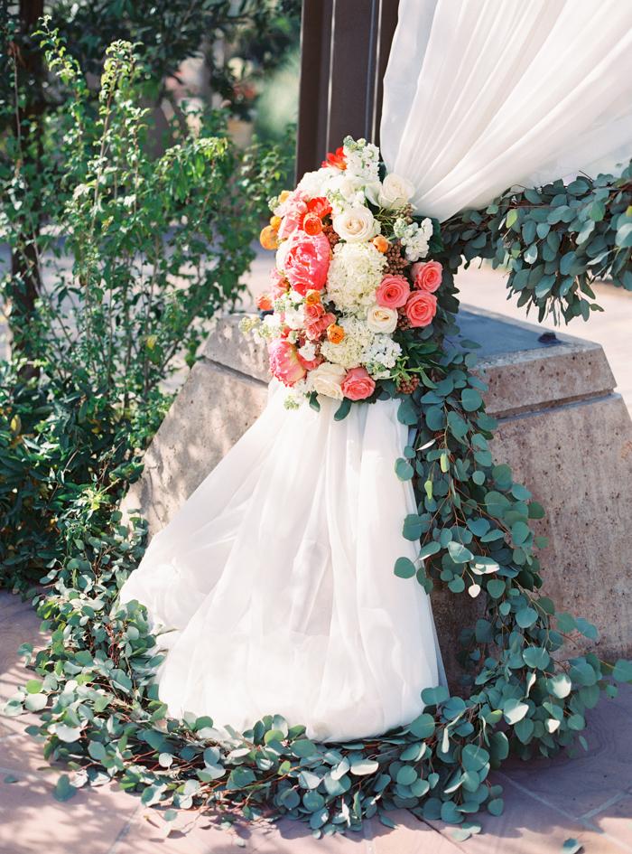 romantic desert arboretum vegas wedding photo 9