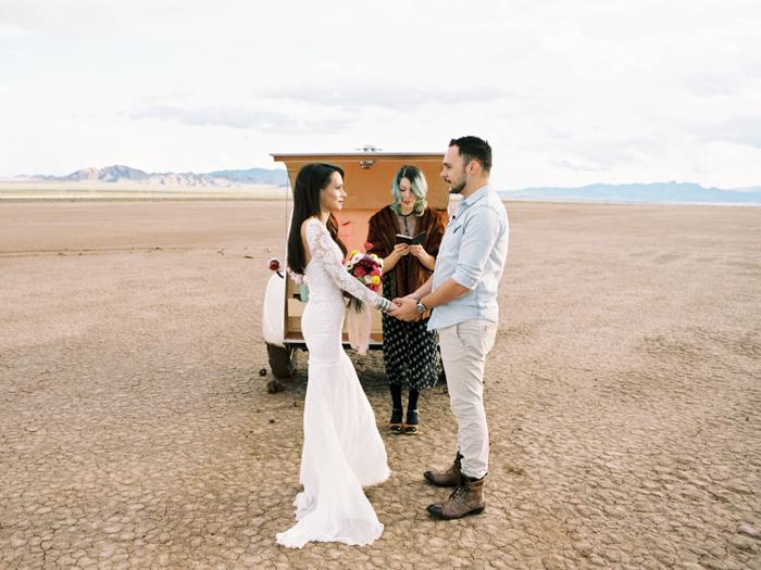 las vegas flora pop silver trailer desert wedding photo 17