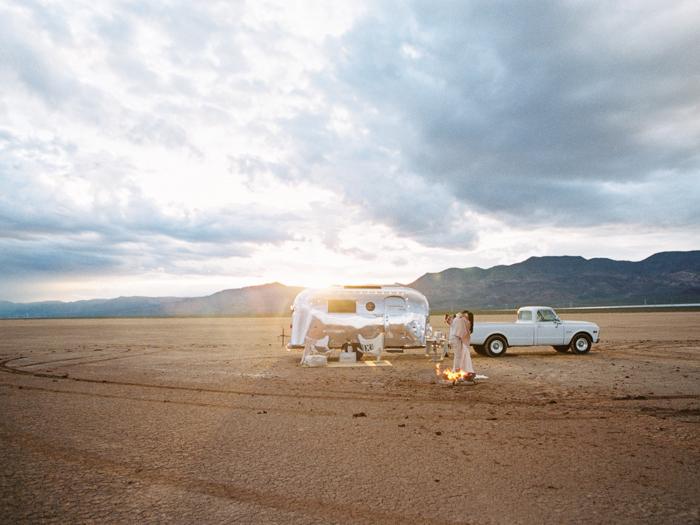 las vegas flora pop silver trailer desert wedding photo 28