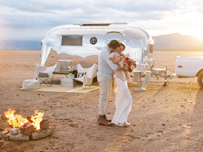 las vegas flora pop silver trailer desert wedding photo 30