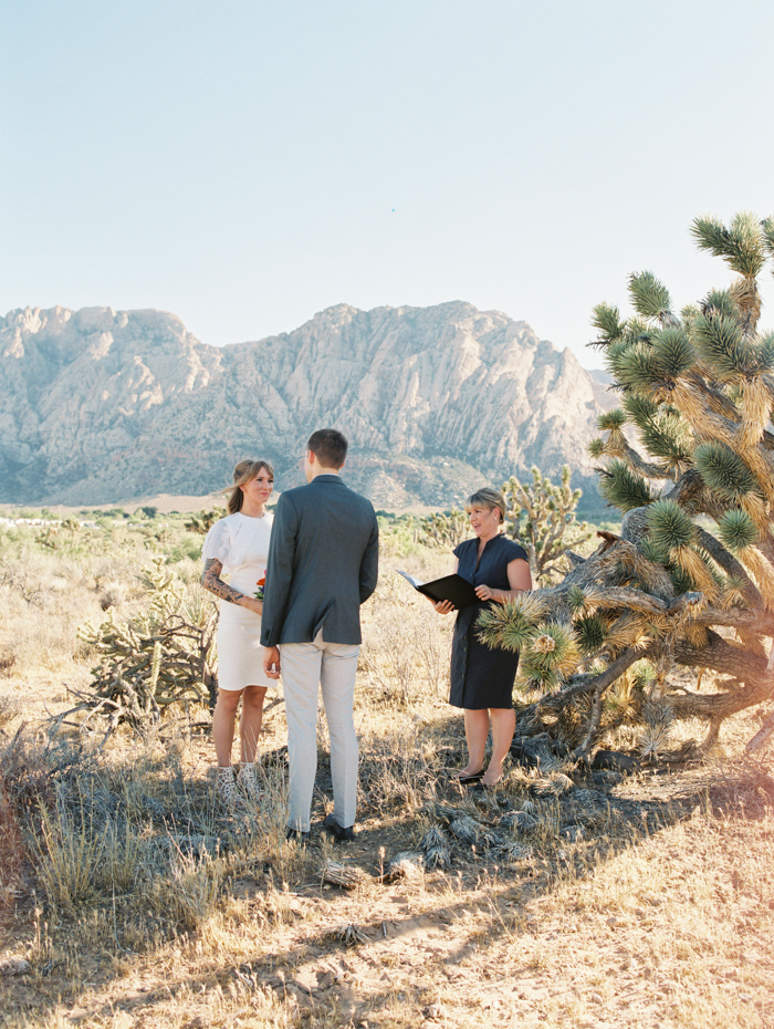 nevada desert elopement photo 5.jpg