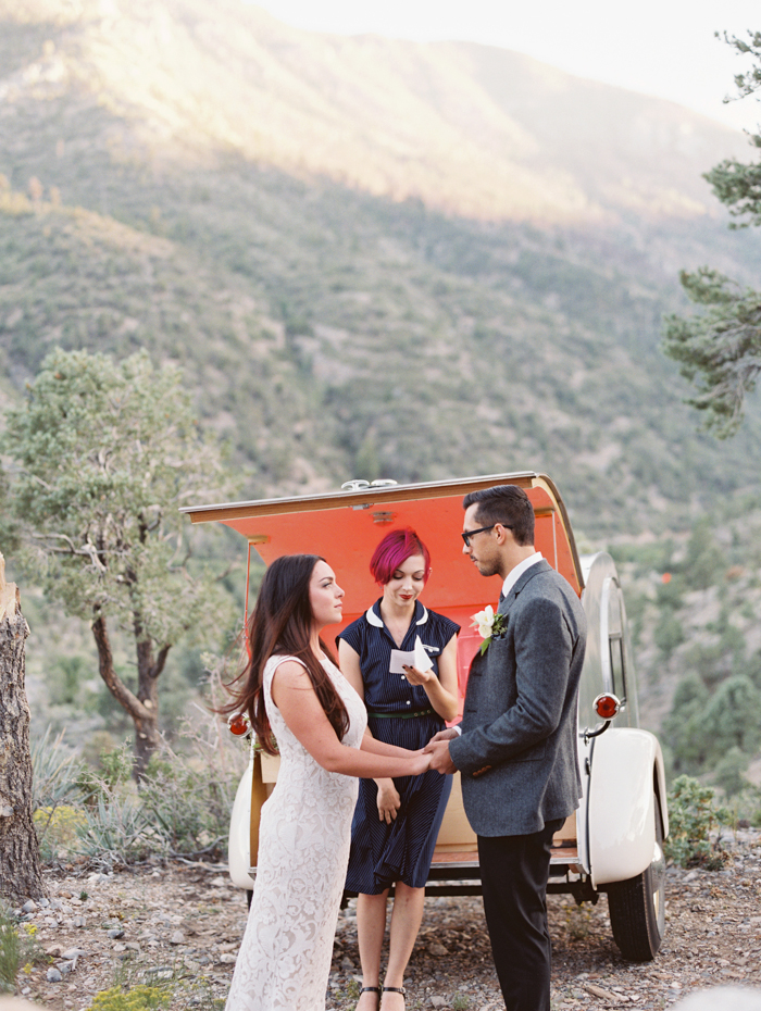 mountainside flora pop wedding