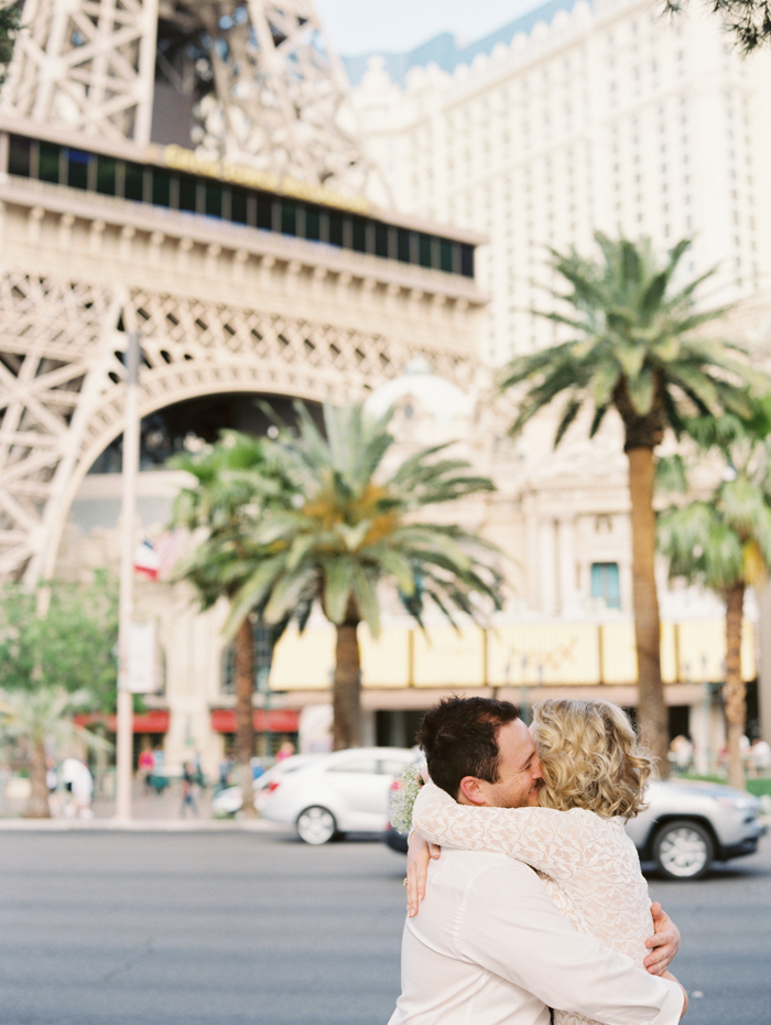 las vegas outdoors elopement photo 8.jpg