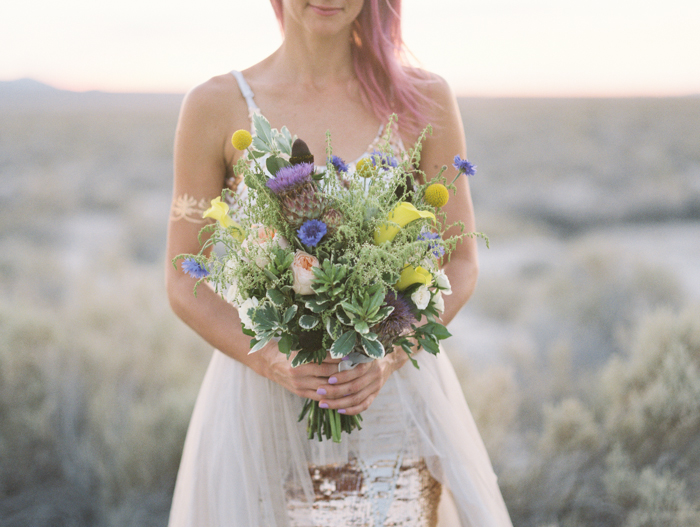 stylish corn creek nv desert elopement | gaby j photography | flora pop flowers