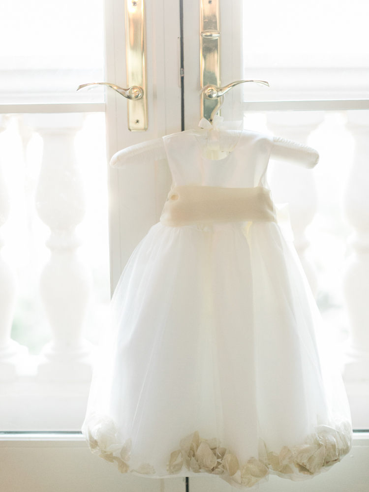 classic JW Mariott Las Vegas Wedding | las vegas wedding photographer | gaby j photography | flower girl dress