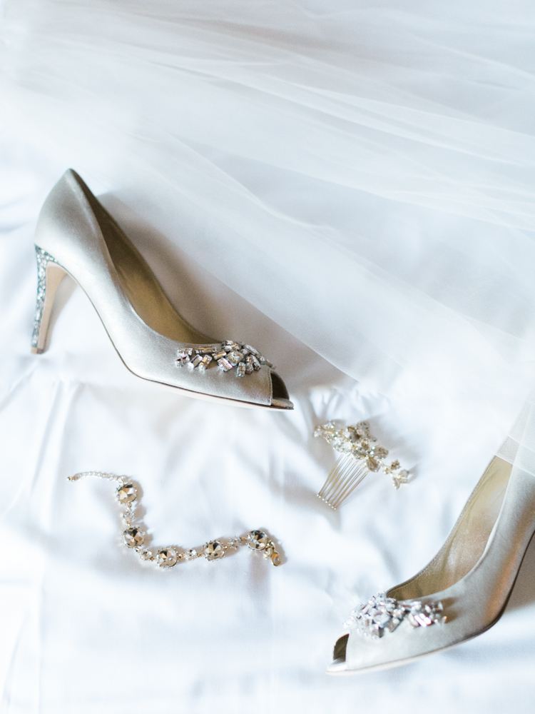 classic JW Mariott Las Vegas Wedding | las vegas wedding photographer | gaby j photography | kennel & schmenger custom made bridal heels