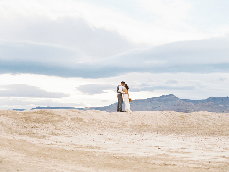 desert dust storm wedding | las vegas elopement photographer | gaby j photography | flora pop