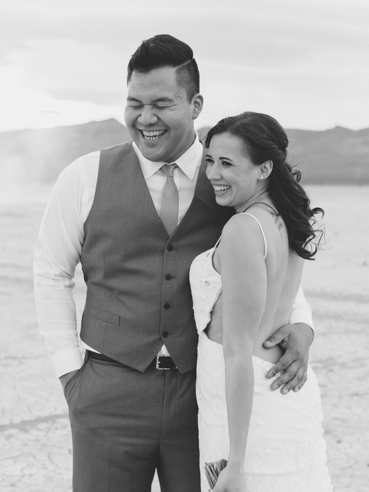 desert dust storm wedding | las vegas elopement photographer | gaby j photography | flora pop elopement